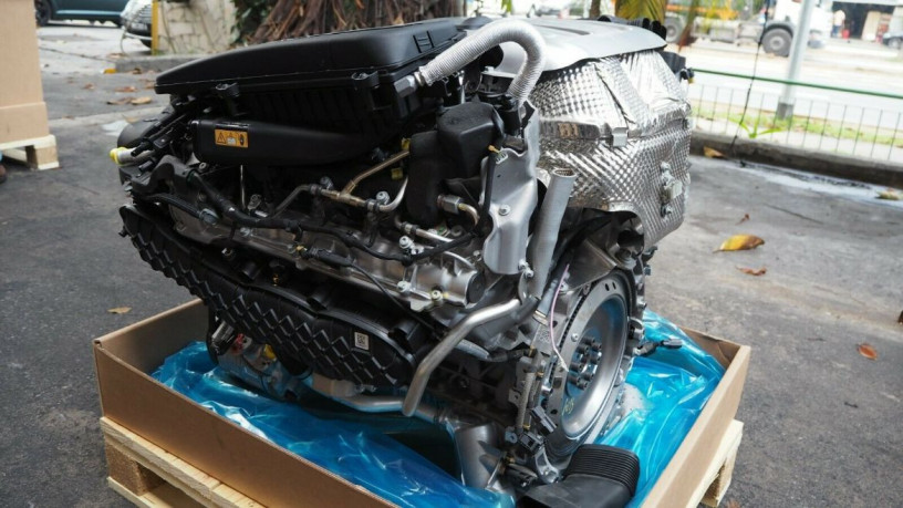 mercedes-w205-c63amg-2018-40-v8-bi-turbo-engine-big-6