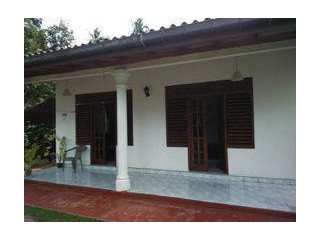 Quick sale of house and land in Labuduwa area, Galle