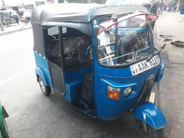 bajaj-re-three-wheeler-2013-big-0