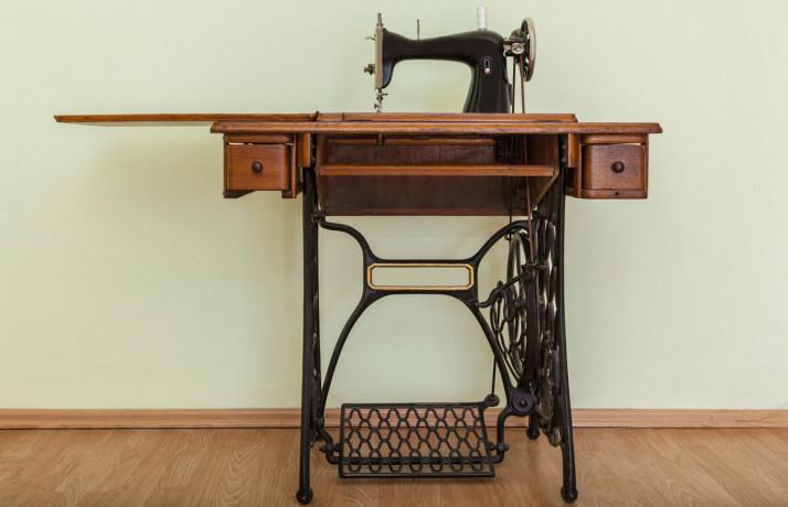 singer-sawing-machine-table-big-0