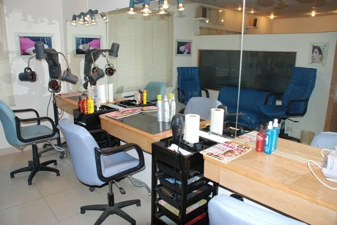 beauty-salon-for-ladies-gents-big-0