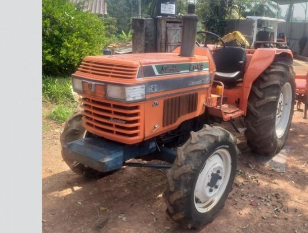 lj43-kubota-tractor-big-0