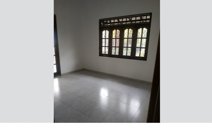 spacious-upstairs-house-for-rent-in-wattala-15min-to-colombo-big-1