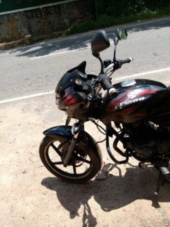 bajaj-discover-2012-big-0