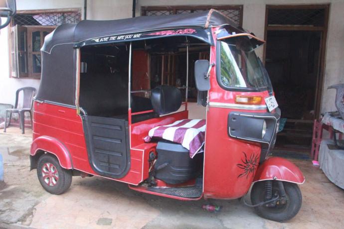 bajaj-re-three-wheeler-2010-big-0