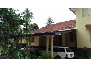 Antique two storied large house for sale in Dehiowita