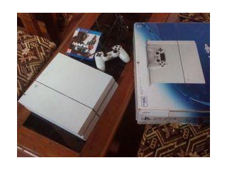 Play Station 4 500GB Glacier White With Two Games